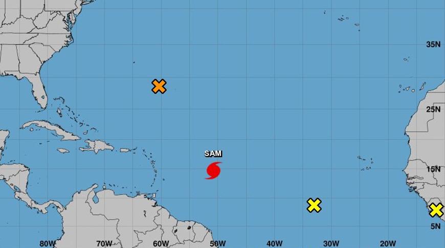 Скриншот карты Национального центра по наблюдению за ураганами США