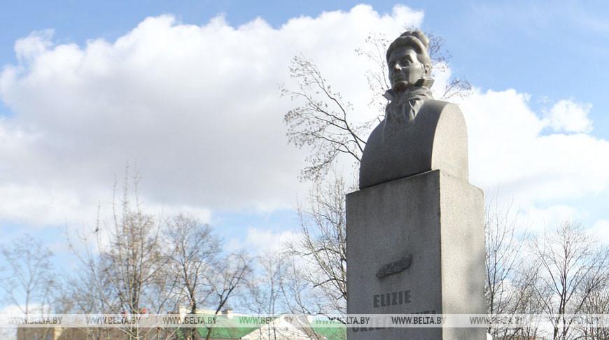 Памятник Элизе Ожешко в Гродно. Фото из архива