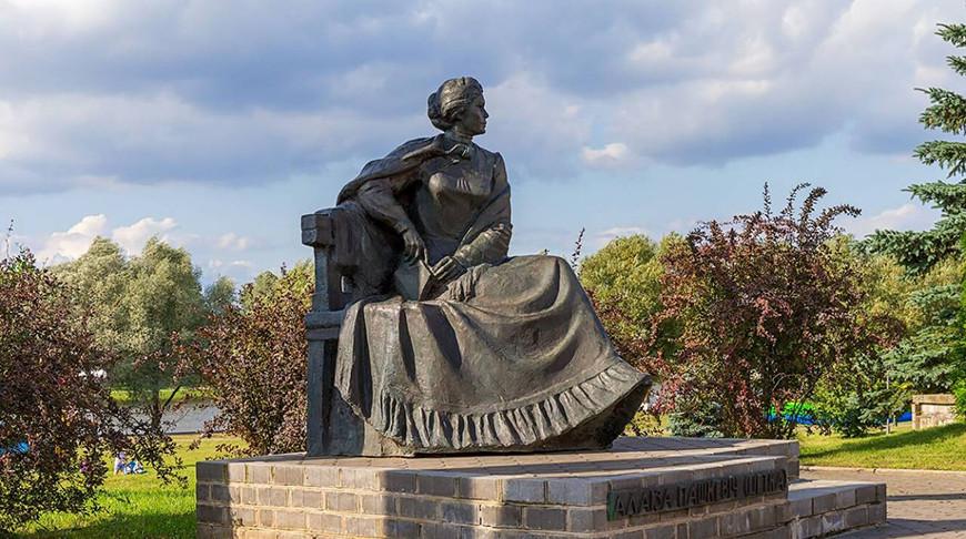 Памятник Алоизе Пашкевич в Щучине. Фото planetabelarus