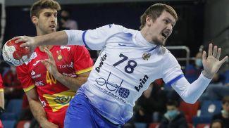 Гандболист сборной России Павел Андреев во время матча. Фото  EPA - EFE
