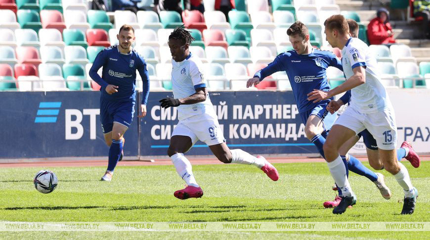 Футболисты минского 'Динамо' победили 'Слуцк' в чемпионате Беларуси