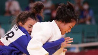Челси Джайлз из Великобритании и Ута Абэ. Фото  Reuters