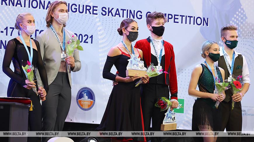 Церемония награждения соревнований в танцах на льду(юниоры,юниорки)