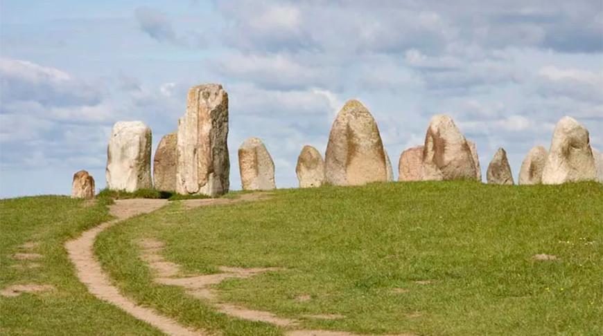 Древние могилы и необычную ограду обнаружили рядом со Стоунхенджем