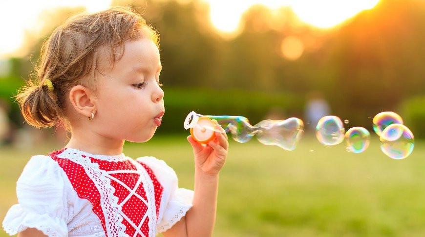 Огромные ресницы годовалого ребенка вызвали восторг в сети
