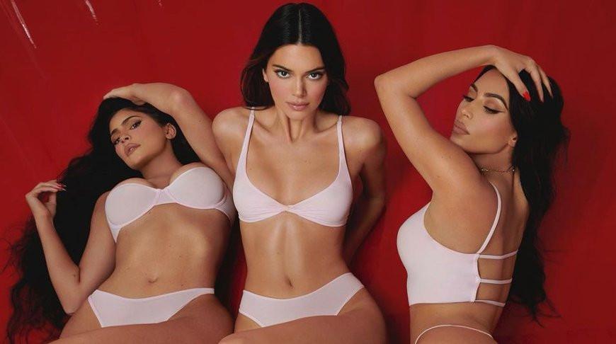 Тройная красота! Сестры Кардашьян приняли участие в одной из своих самых пикантных фотосессий