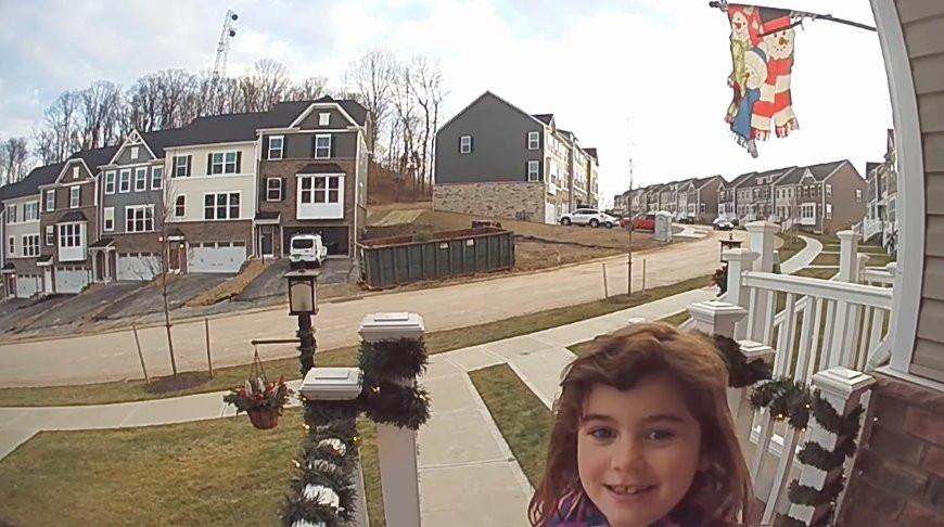 Девочка придумала интересный способ порадовать папу и умилила сеть (Видео)