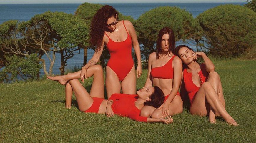 Деми Мур с дочерьми. Фото из Instagram