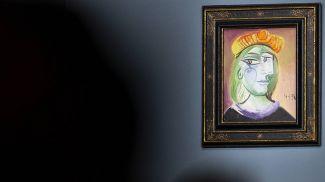 "Картина Пабло Пикассо ""Женщина в красно-оранжевом берете"". Фото AP Photo"