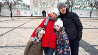 """""""Приехали в отпуск, а остались навсегда"""". Как семья беженцев из Украины строит жизнь в Барановичах"""