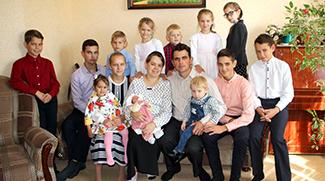 Самая богатая женщина: мама 13 детей из Брестской области о семье и отношении к жизни