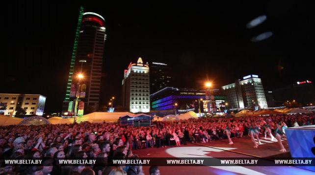 Концерт Президентского оркестра прошел у Дворца спорта в Минске