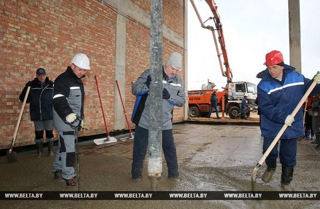 Лукашенко в день субботника работал на строительстве Центра олимпийской подготовки по художественной гимнастике