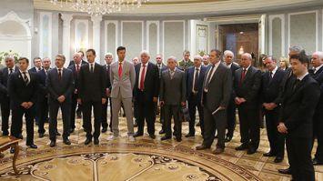 Для участников церемонии вручения Государственных премий и наград провели экскурсию во Дворце Независимости