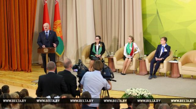 Лукашенко рассказал школьникам о качествах настоящего лидера и призвал ценить время