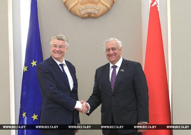 Мясникович встретился с председателем Комитета регионов ЕС