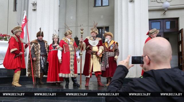 Гусары, шляхта, городское ополчение XVI-XVII веков стали лагерем в Новом замке в Гродно