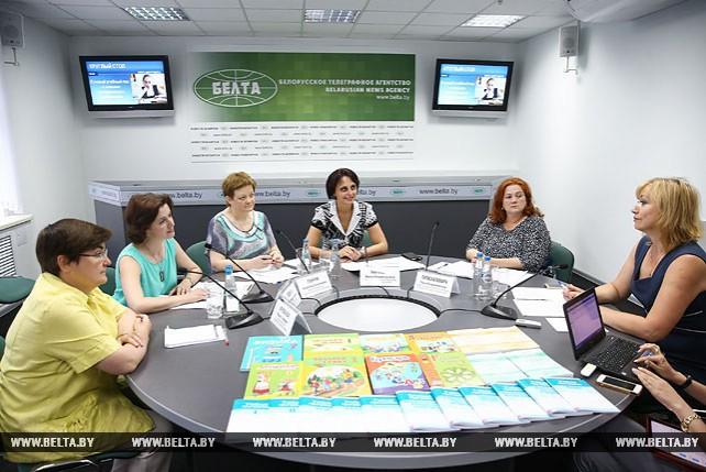 """Круглый стол на тему """"В новый учебный год - с новыми программами и учебниками"""" прошел в пресс-центре БЕЛТА"""
