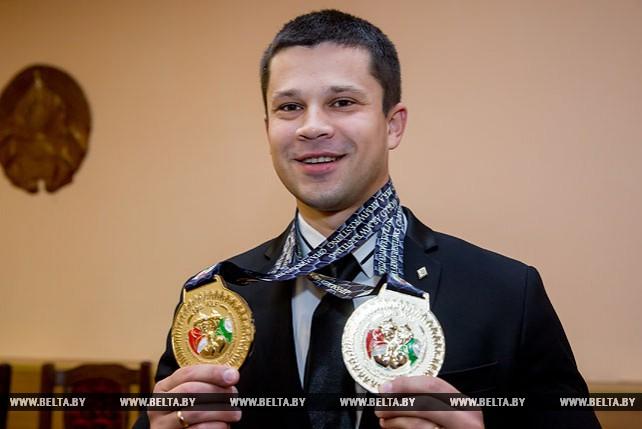 Виктор Братченя стал 14-кратным чемпионом мира по армрестлингу