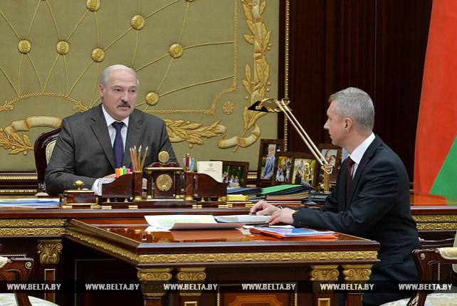 Александр Лукашенко принял с докладом министра антимонопольного регулирования и торговли Владимира Колтовича