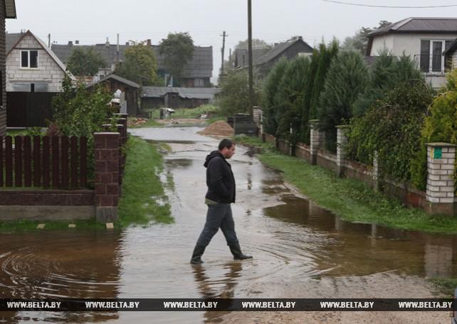 В Браславе устраняют последствия ливня