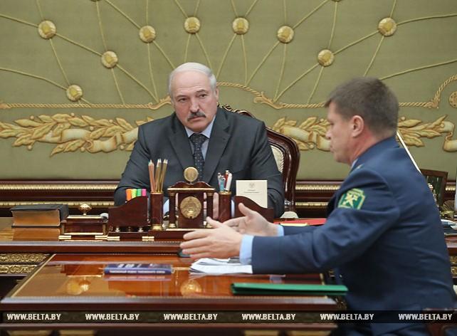 Лукашенко принял с докладом председателя Государственного таможенного комитета Беларуси Юрия Сенько