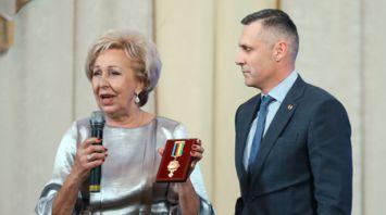 Легенда советского спорта Елена Белова награждена медалью НОК Беларуси