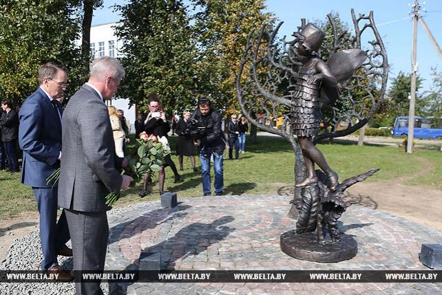 Памятный знак в годовщину массового побега из гетто открыли в Новогрудке