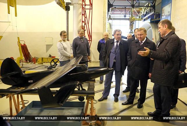 Кобяков посетил Сибирский НИИ авиации