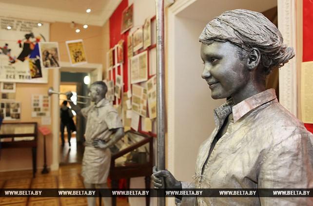 Выставочный проект к 100-летию Октябрьской революции открылся в Гомельском дворцово-парковом ансамбле