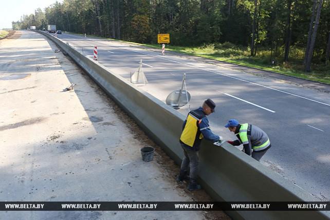 На реконструируемой трассе М6 устраивают монолитное бетонное разделительное ограждение