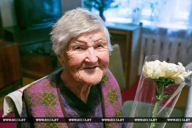 Активисты БРСМ посетили старейшую жительницу Брестского района