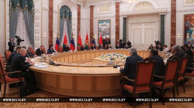 Президенты Беларуси и Венесуэлы провели переговоры в расширенном составе