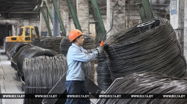 Сталепроволочный цех Речицкого метизного завода работает круглосуточно