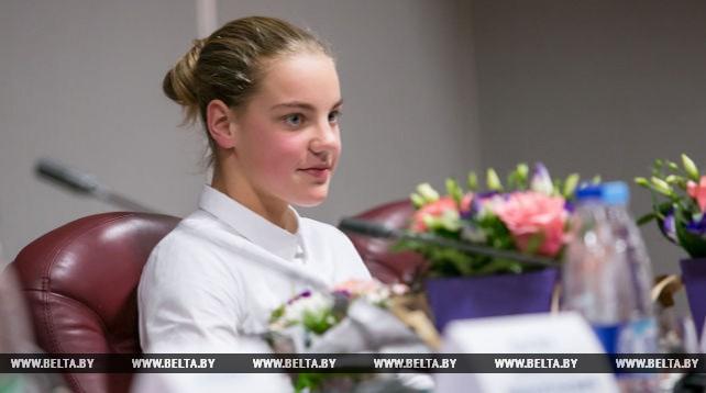 В Бресте торжественно наградили 14-летнего мастера спорта по плаванию Анастасию Шкурдай