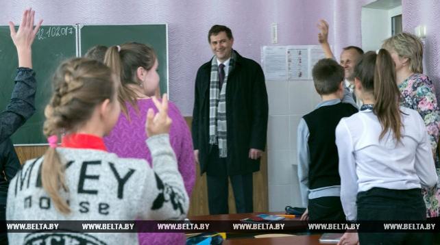 Рыженков посетил социальные объекты в агрогородке Беловежский