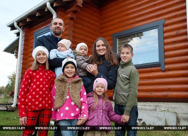 Алеся Богданова из Минского района награждена орденом Матери