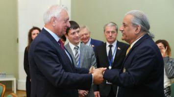 Мясникович встретился с председателем Сената Пакистана