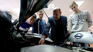 Специалистов по обслуживанию электромобилей начали готовить в Минском автомеханическом колледже