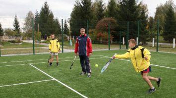 Теннисный корт открыт в Хойникском районе при финансовой поддержке Марии Шараповой