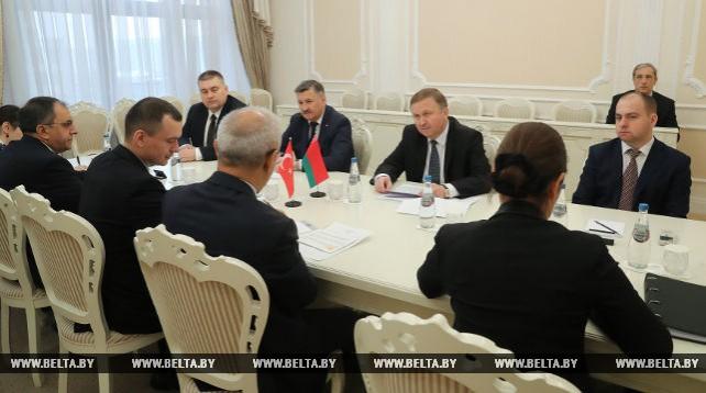 Кобяков встретился с турецкой делегацией во главе с министром развития Лютфи Элваном
