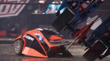 Битва роботов проходит на Всемирном фестивале молодежи и студентов в Сочи