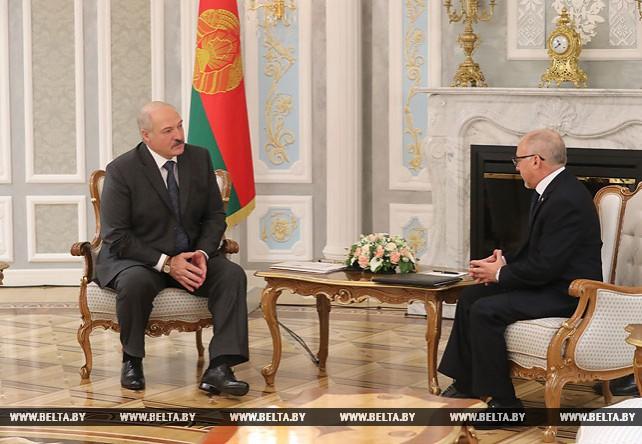 Александр Лукашенко встретился с послом Кубы