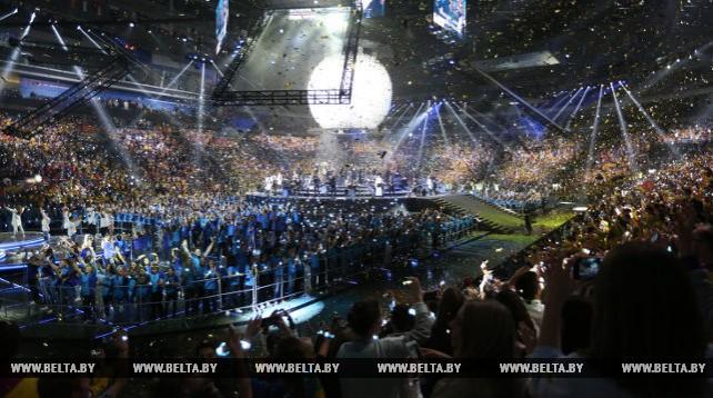 Всемирный фестиваль молодежи и студентов в Сочи завершился концертом мировых рок-хитов