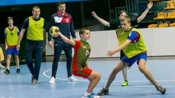 Игроки и тренеры БГК им. Мешкова провели мастер-класс для участников детской гандбольной лиги