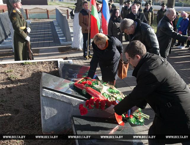 Церемония забора земли из братской могилы прошла в агрогородке Вороны Витебского района