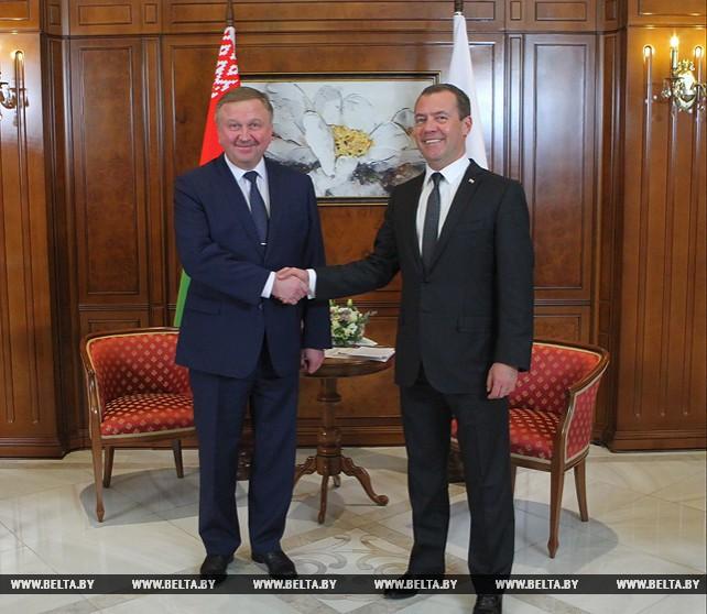 Кобяков и Медведев обсудили вопросы сотрудничества Беларуси и России