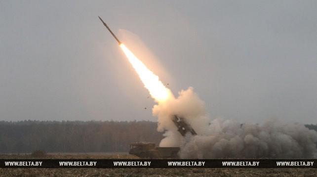"""Белорусские военные провели успешные боевые пуски модернизированной системы """"Полонез"""""""