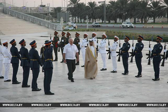 Лукашенко возложил венок к Мемориалу памяти павших воинов в Абу-Даби