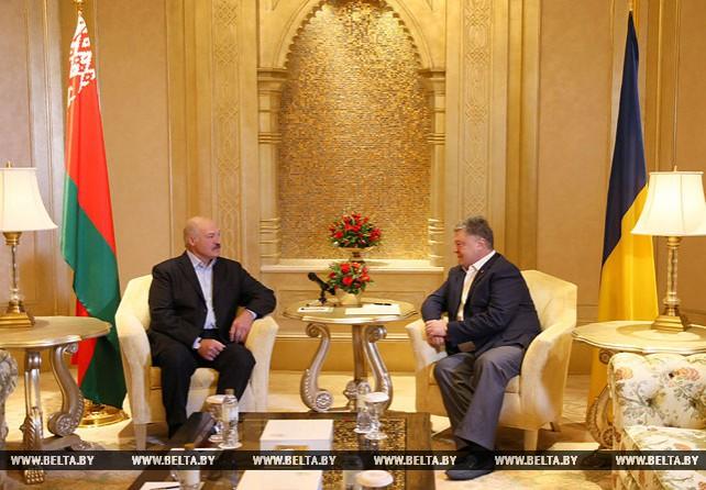 Лукашенко и Порошенко провели встречу в ОАЭ